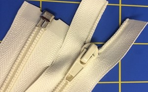 Ivory Separating Robe Zipper - 40""